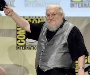 Фото: автор «Игры престолов» Джордж Мартин пытается выглядеть крутым