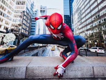 Косплей Человека-паука в его естественной среде обитания
