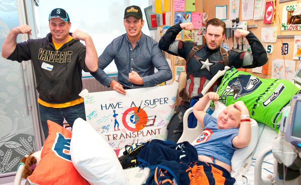 Крис Эванс и Крис Прэтт навестили больных детей в госпитале Сиэтла . - Изображение 3