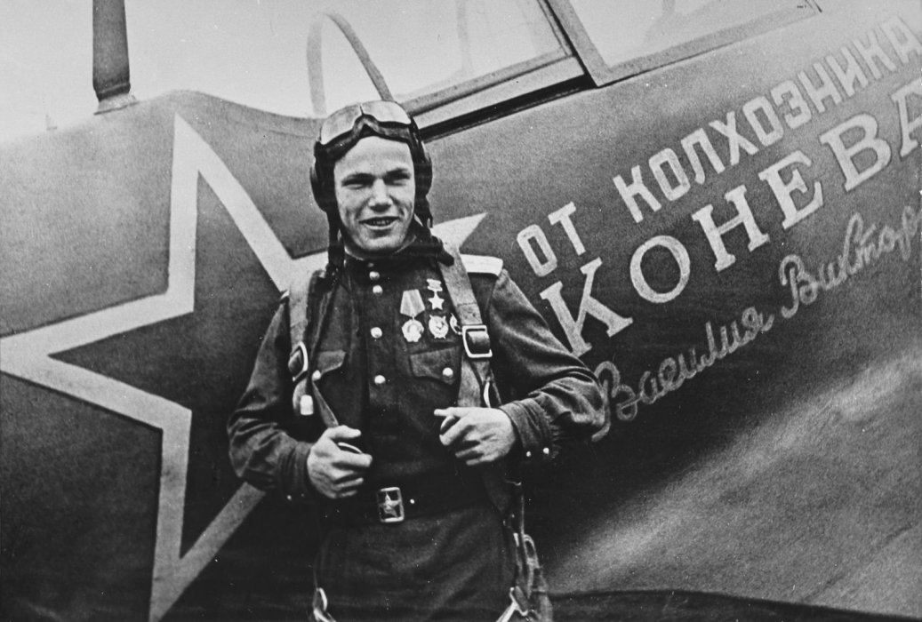 Летим, ковыляя во мгле: 5 великих советских летчиков - Изображение 1