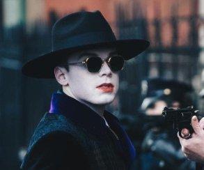 Посмотрите на Джерома Валеска в полном гриме Джокера на новых фото со съемок «Готэма»