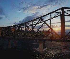 Гифка дня: учимся выживать на мосту в PUBG
