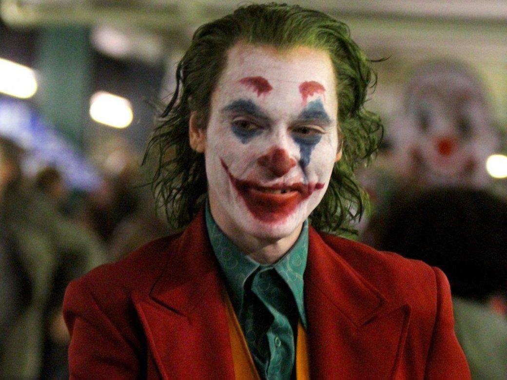 Выходки клоуна: людей насъемках «Джокера» заперли ввагоне, импришлось сходить втуалет нарельсы | Канобу - Изображение 1