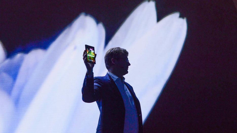 Изпланшета втелефон: Samsung представила смартфон соскладывающимся дисплеем | Канобу - Изображение 1
